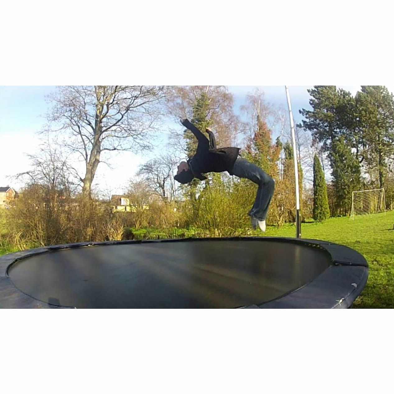 Cool Trampoline Tricks That Will Impress Your Friends